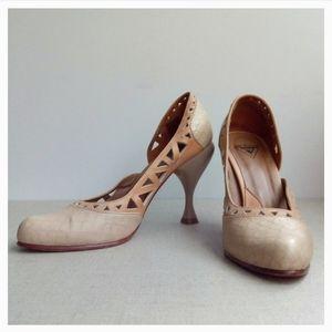 Fluevog Women US 8 II Miracles Rhon Beige Heels